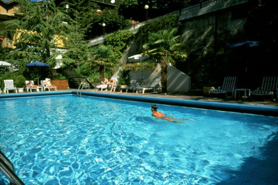Hotel lago di molveno con wellness trentino hotel miralago - Hotel a molveno con piscina ...