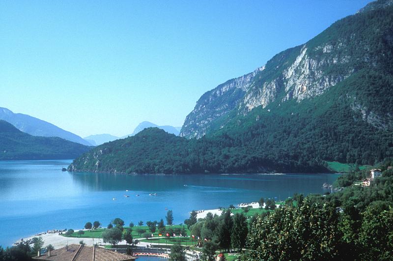 Vacanze Estive Trentino: Lago di Molveno Estate   Hotel Miralago